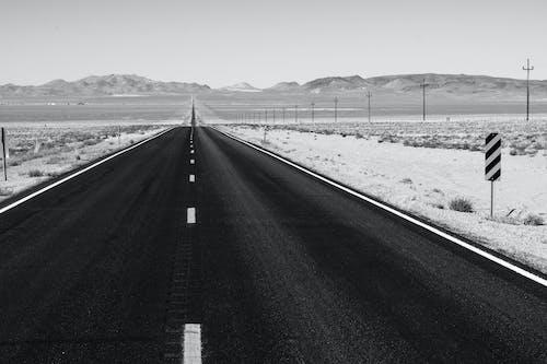 Imagine de stoc gratuită din alb-negru, asfalt, autostradă, bandă