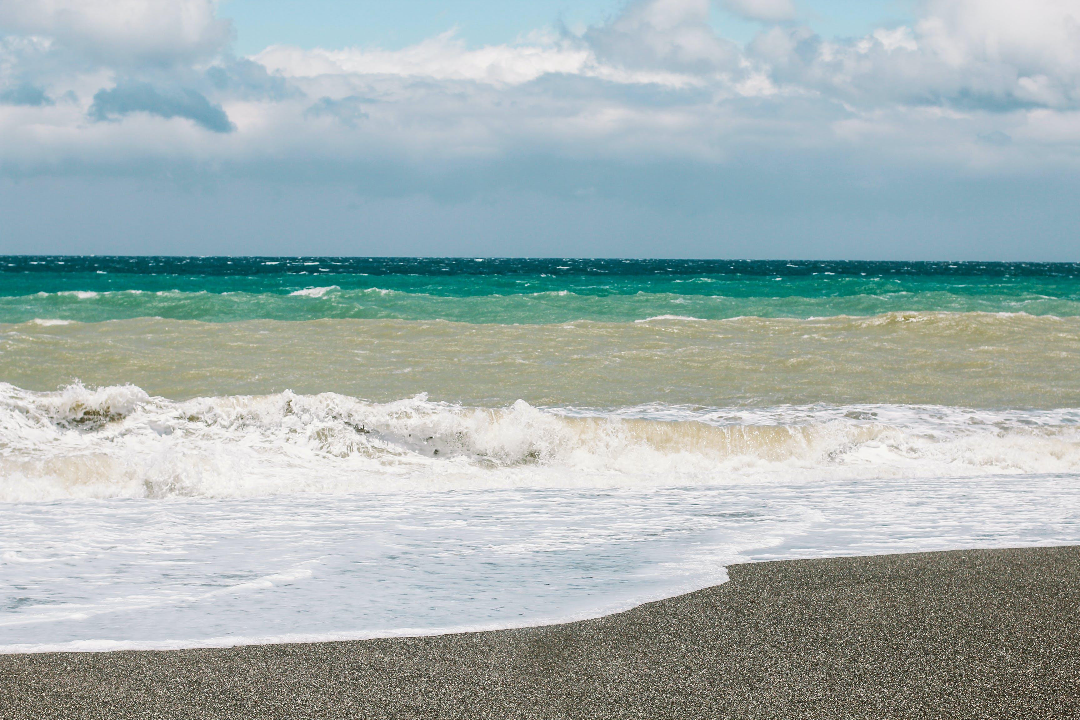 Kostenloses Stock Foto zu meeresküste, strand, wellen