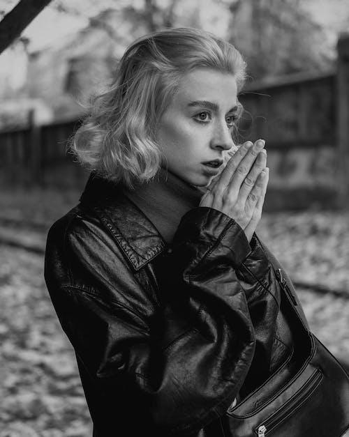 Immagine gratuita di adulto, autunno, bianco e nero
