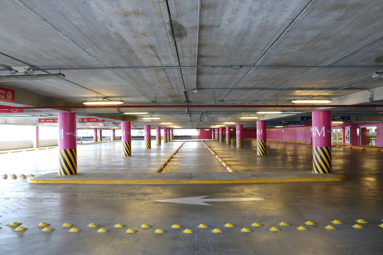 Kostenloses Stock Foto zu architektur, beleuchtung, betonboden, boden