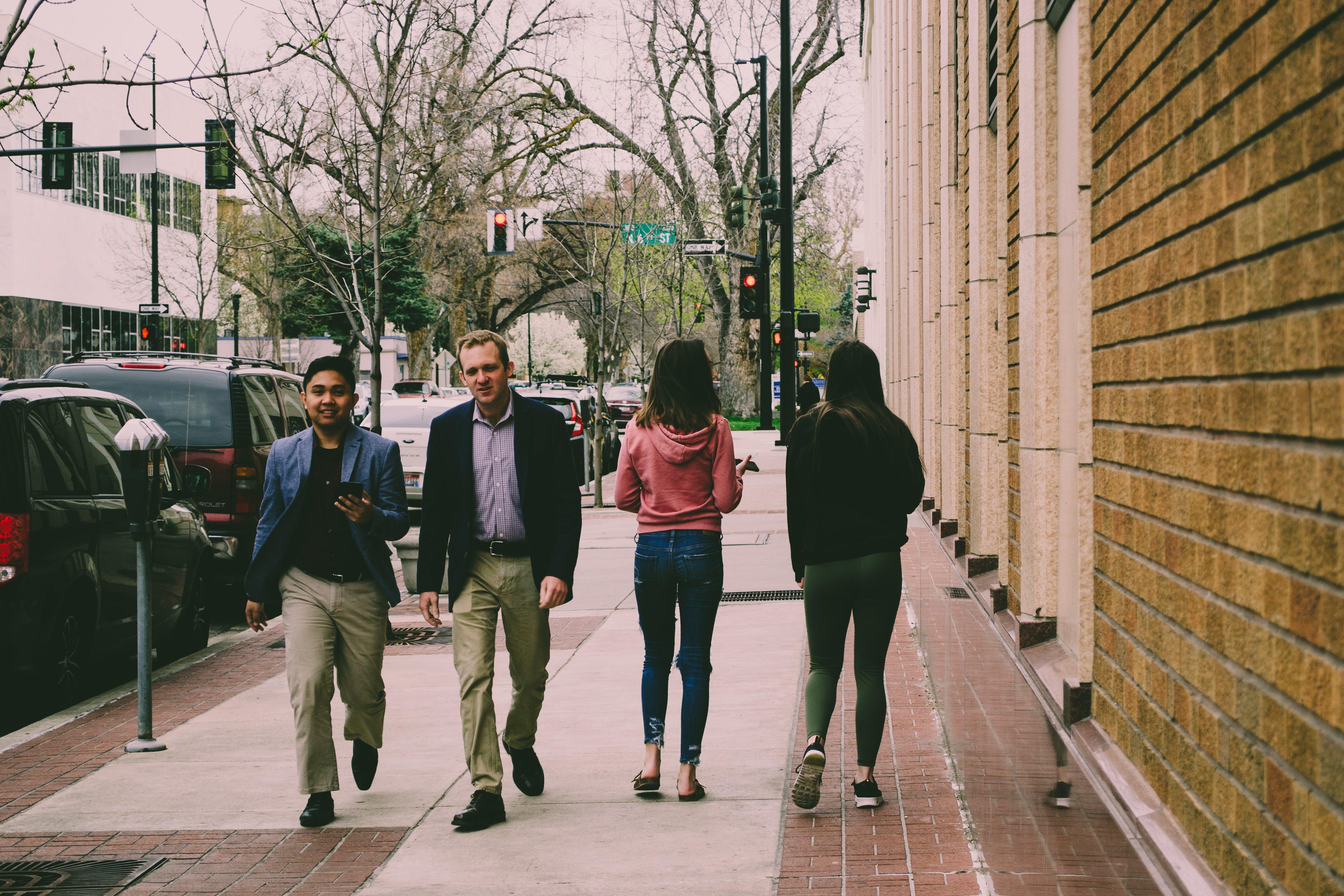 Fotobanka sbezplatnými fotkami na tému chodník, chôdza, ľudia, muži