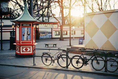 Immagine gratuita di biciclette, centro storico, chiosco