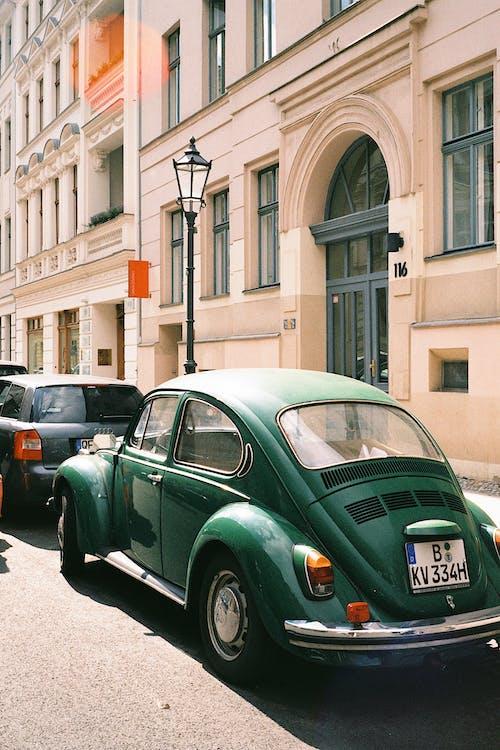 Immagine gratuita di architettura, auto, centro storico