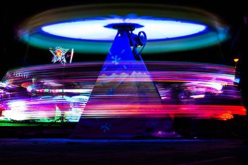 Kostenloses Stock Foto zu farbe, freizeitpark, langzeitbelichtung, licht