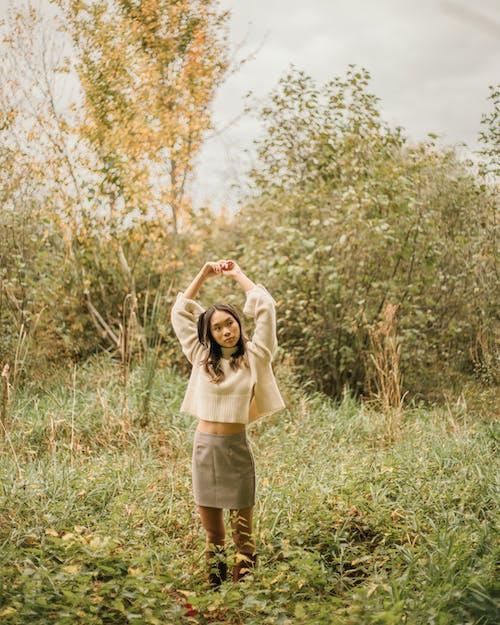 Бесплатное стоковое фото с Взрослый, дерево, женщина