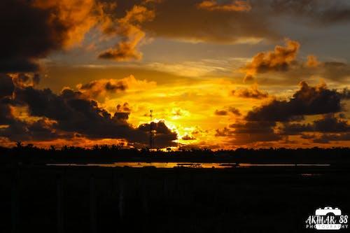 Foto stok gratis sunrise near lake