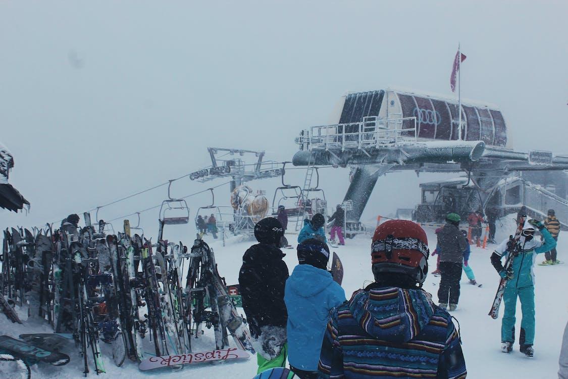 architektura, jízda na snowboardu, lidé