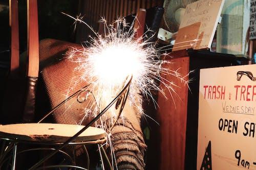 Immagine gratuita di fuoco d'artificio, illuminato, leggero, luminoso