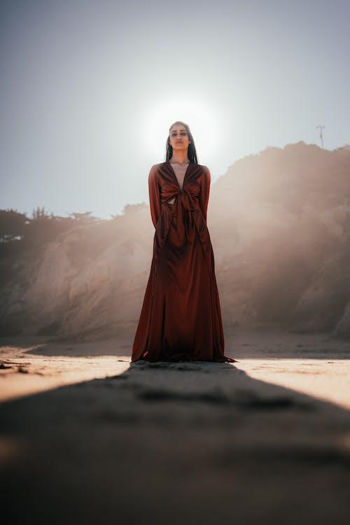 Foto profissional grátis de apaixonado, areia, brilhando