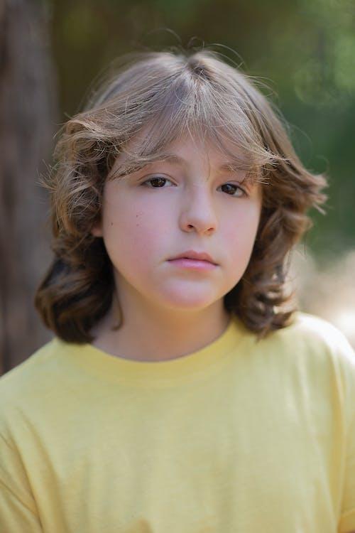 Immagine gratuita di adolescente, capelli lunghi, esterno