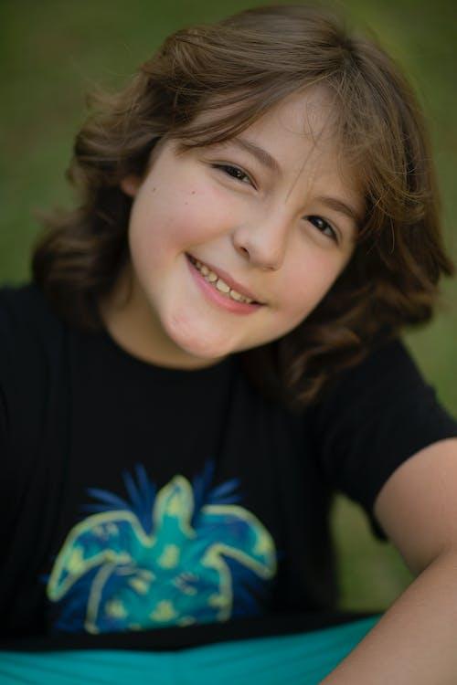 Immagine gratuita di adolescente, capelli castani, esterno