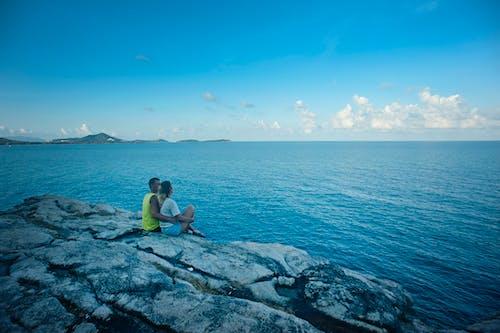 Aşk, boş zaman, çift, deniz içeren Ücretsiz stok fotoğraf