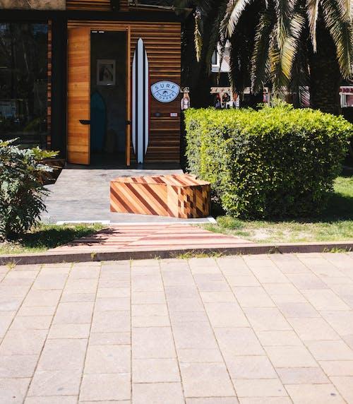 Ingyenes stockfotó bejárat, bokrok, fa, fából készült témában