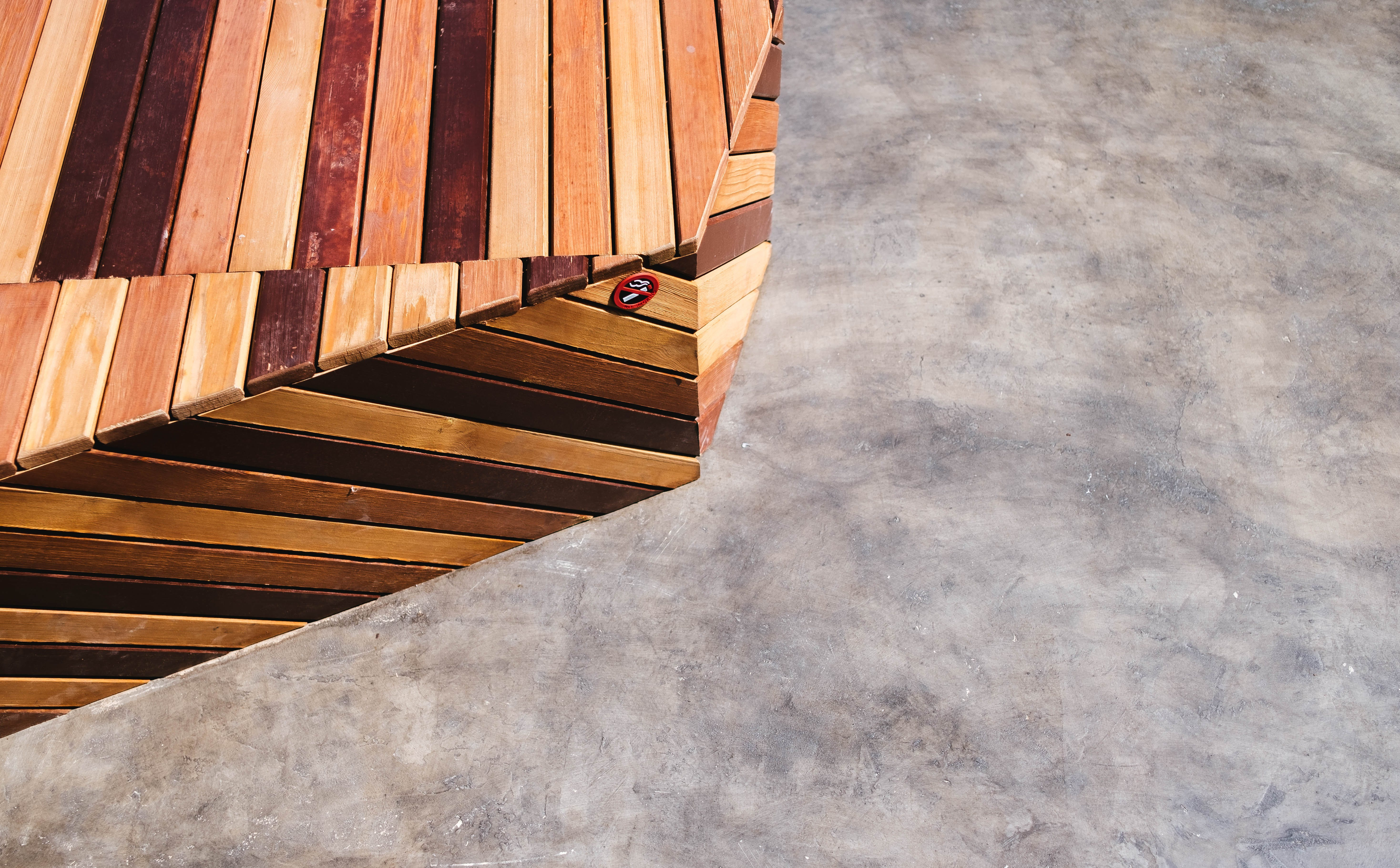Close-Up Photography of a Wooden Edge