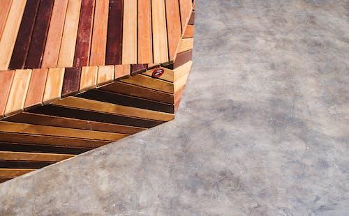 คลังภาพถ่ายฟรี ของ การช่างไม้, คอนกรีตสีเทา, ทางเท้า, ทำด้วยไม้