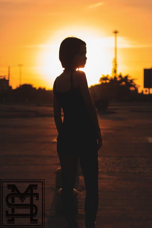 Foto d'estoc gratuïta de alba, capvespre, dona, nena