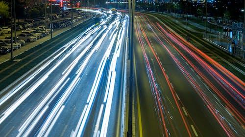 Бесплатное стоковое фото с автомобиль, автомобильные огни, город, жизнь