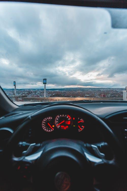 Gratis arkivbilde med bil, dashbord, fartsmåler