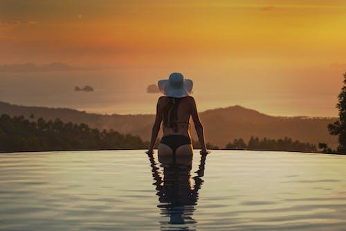 Fotobanka sbezplatnými fotkami na tému bazén, človek, dievča, obloha