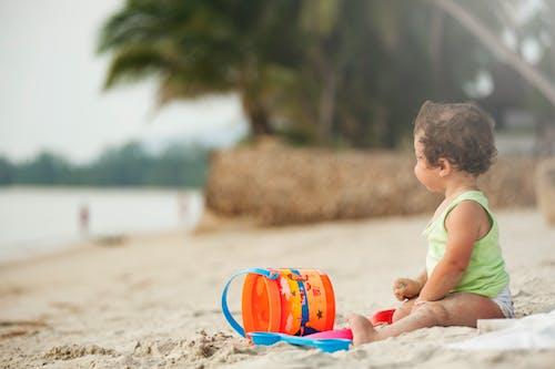 çocuk, çocukluk, deniz kıyısı, eğlence içeren Ücretsiz stok fotoğraf