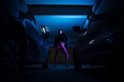 停車場, 女人, 模特兒, 漆黑 的 免费素材图片