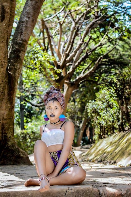 Бесплатное стоковое фото с девочка, деревья, дневной свет, досуг