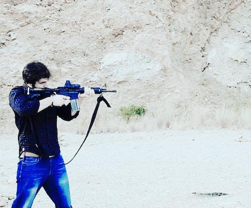 Kostenloses Stock Foto zu m4 kohlenstoff, männer mit gewehr, pistole, traning
