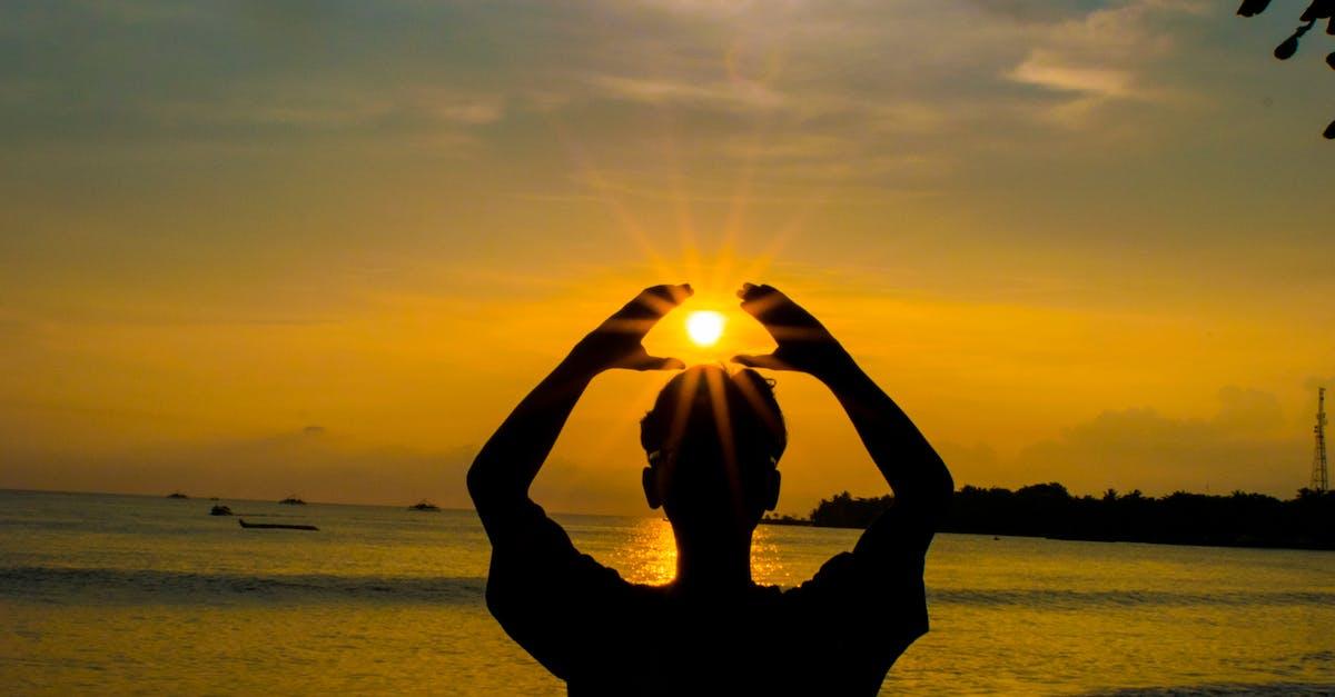 мужские фото на море с солнцем