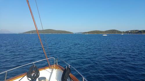 Fotos de stock gratuitas de agua, azul, barcos, embarcación de vela