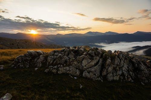 Foto d'estoc gratuïta de alba, mar de núvols, muntanya, natura