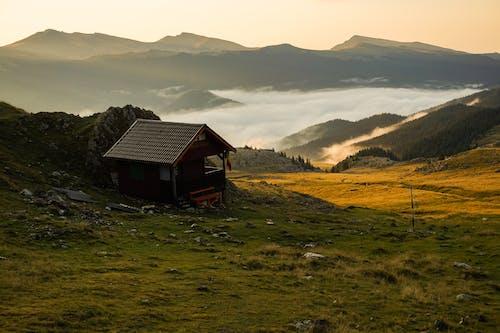 Kostenloses Stock Foto zu außerorts, berg, bungalow, draußen