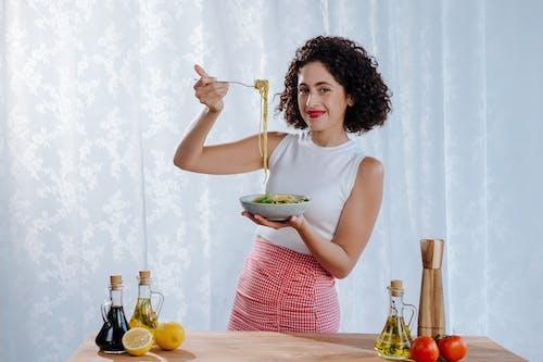 Δωρεάν στοκ φωτογραφιών με ζυμαρικά, θηλυκός, ιταλική κουζίνα