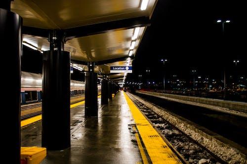 Безкоштовне стокове фото на тему «архітектура, вечір, Громадський транспорт, дорога»