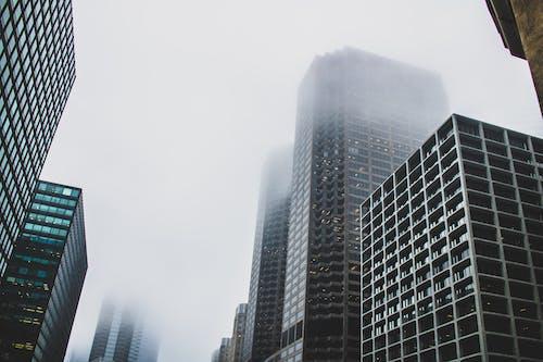 低角度拍攝, 城市, 外觀, 多雲的天空 的 免費圖庫相片