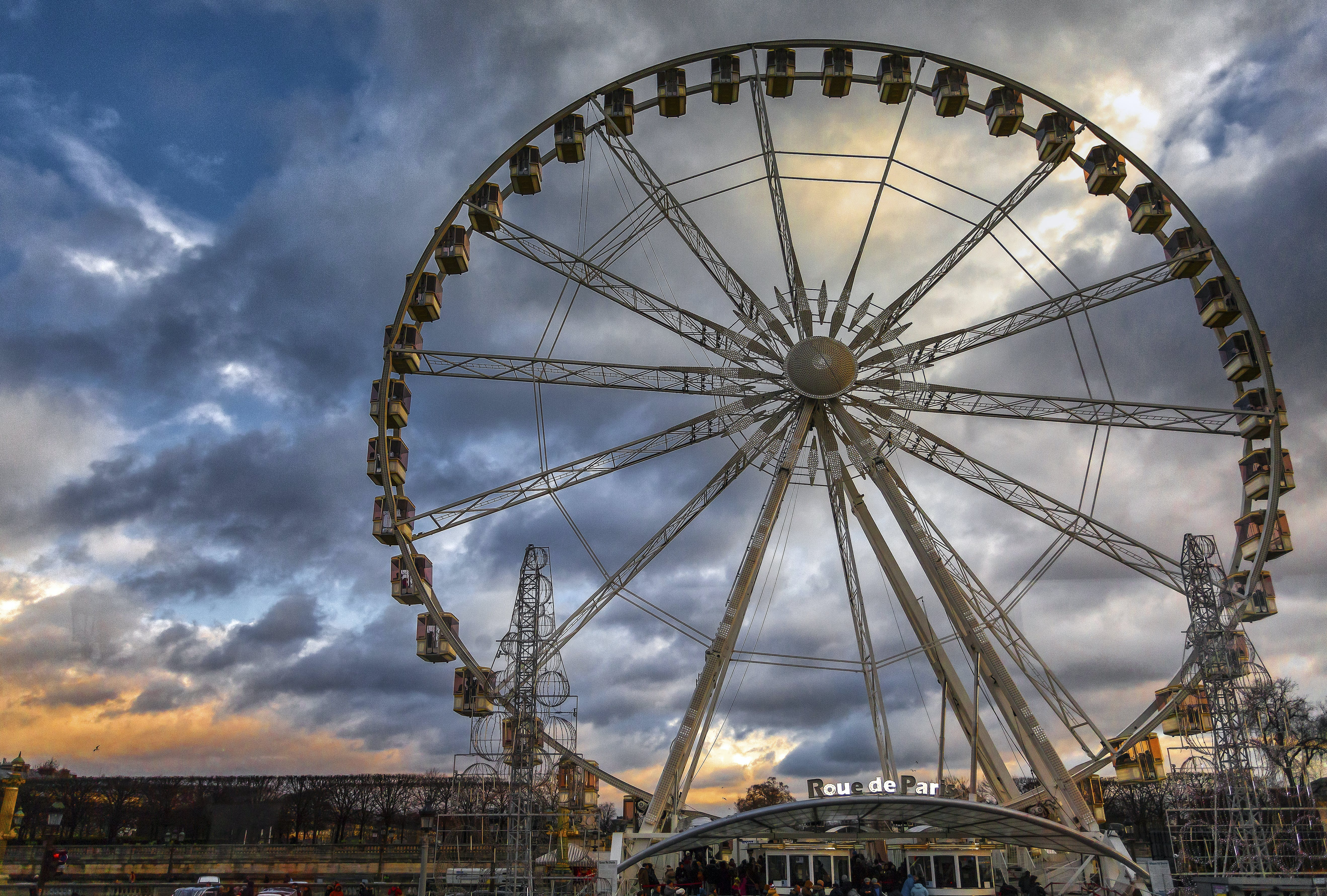 Ferris Wheel Underneath Cloudy Day