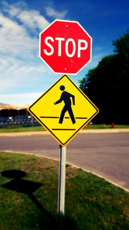 piesi, przejście dla pieszych, stop