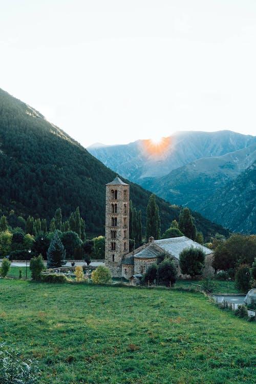 Photos gratuites de atardecer, beauté naturelle, clocher d'église