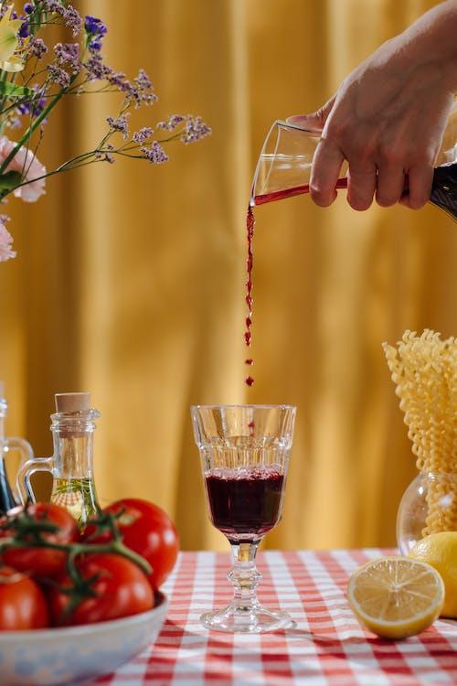 Fotobanka sbezplatnými fotkami na tému červené víno, jedálenský stôl, koncept