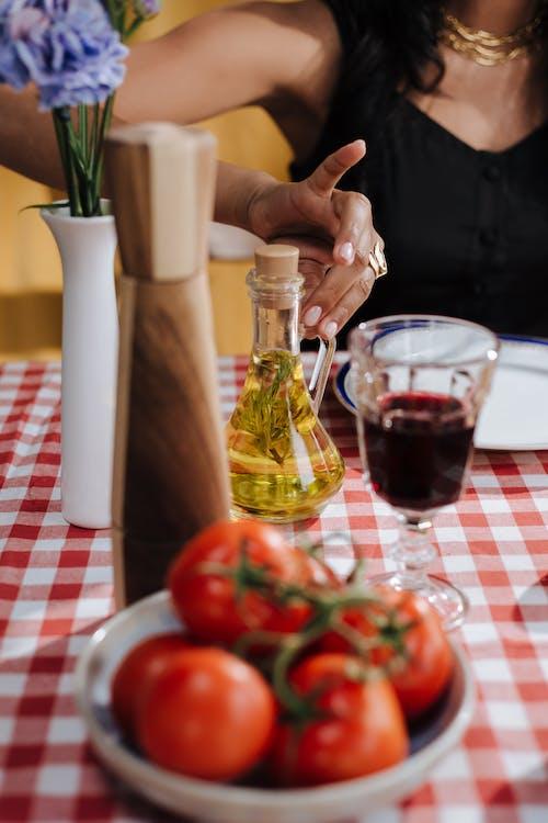 Fotobanka sbezplatnými fotkami na tému jedálenský stôl, na nepoznanie, nastaviť