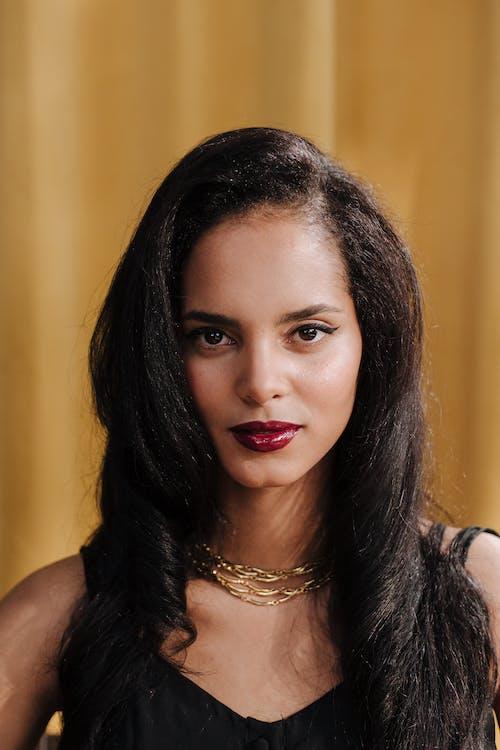 Fotobanka sbezplatnými fotkami na tému atraktívny, bruneta, hnedovláska