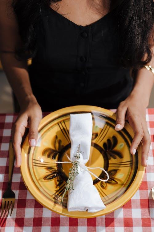Fotobanka sbezplatnými fotkami na tému na nepoznanie, rozostavenie stola, talianska kuchyňa