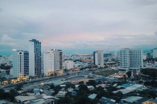 Foto d'estoc gratuïta de apartament, arquitectura, cel, centre de la ciutat