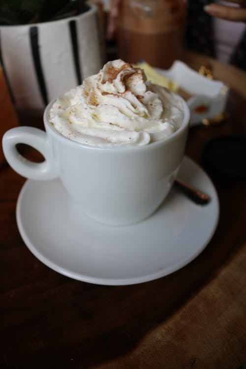 asztal, bögre, cappuccino
