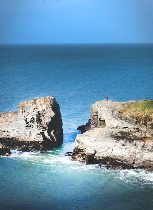 Ilmainen kuvapankkikuva tunnisteilla hiekkaranta, horisontti, idyllinen, kalliot