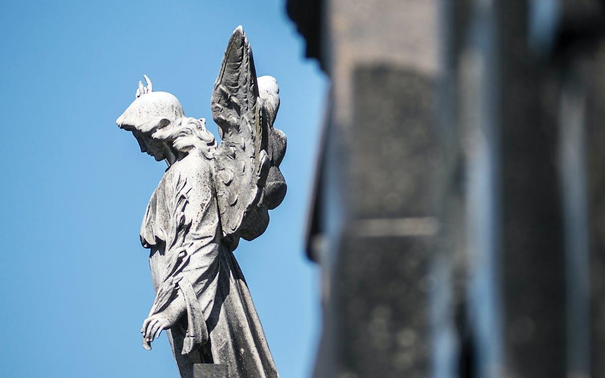 นางฟ้า, รูปปั้น, หลุมฝังศพ