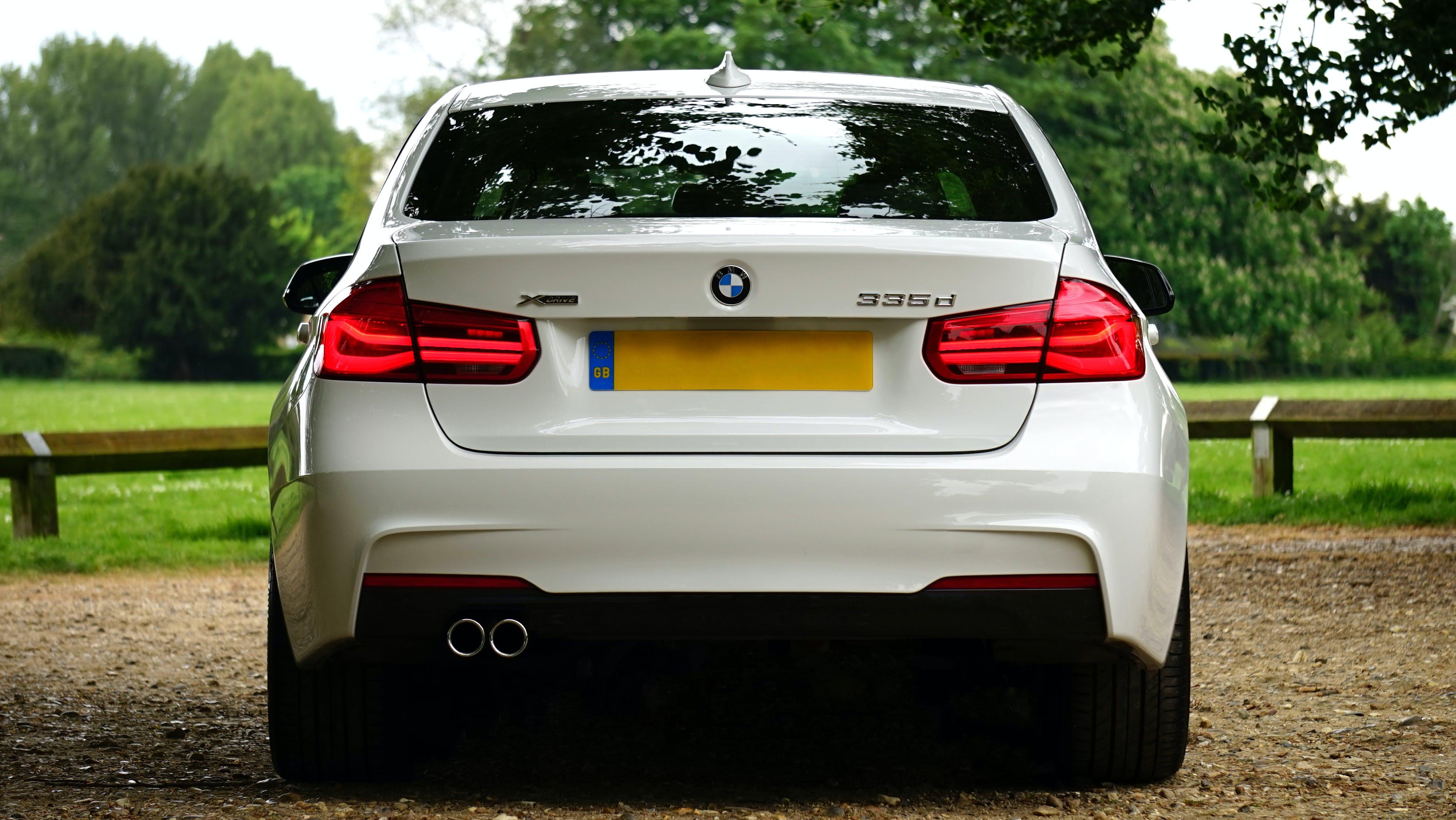 자동차 번호판, 차, 하얀색의 무료 스톡 사진