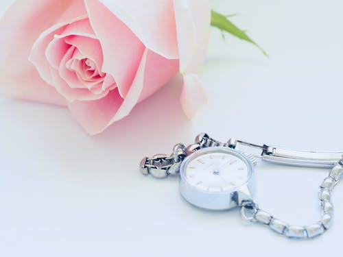 Бесплатное стоковое фото с белый фон, время, драгоценности, драгоценный