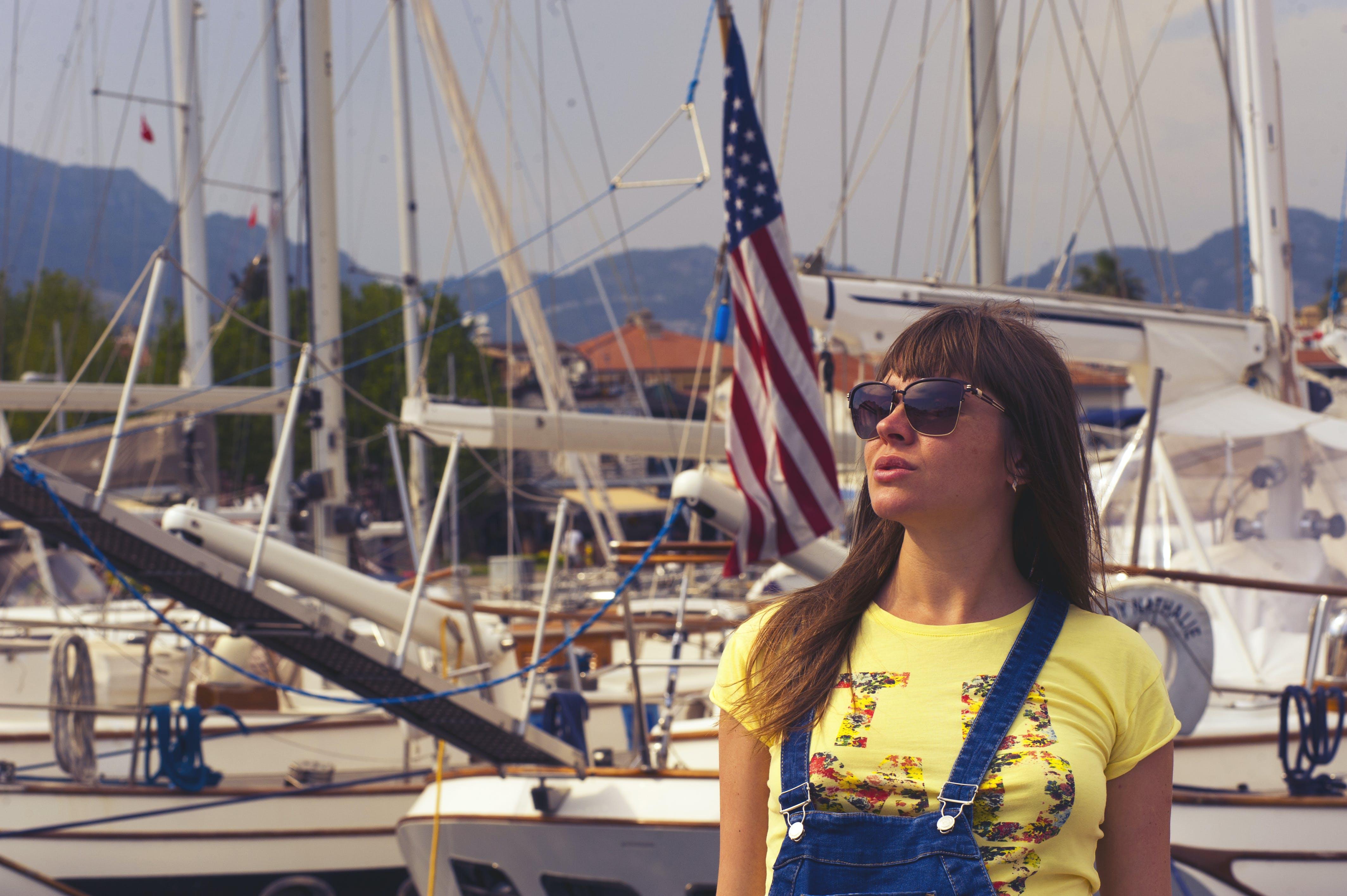 Kostenloses Stock Foto zu amerikanische flagge, boote, erholung, erwachsener