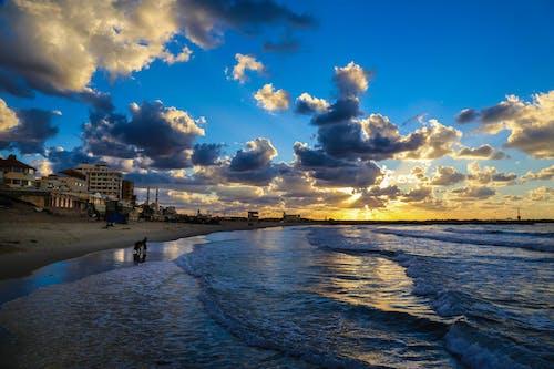 Gratis arkivbilde med bølger, bygninger, daggry, hav