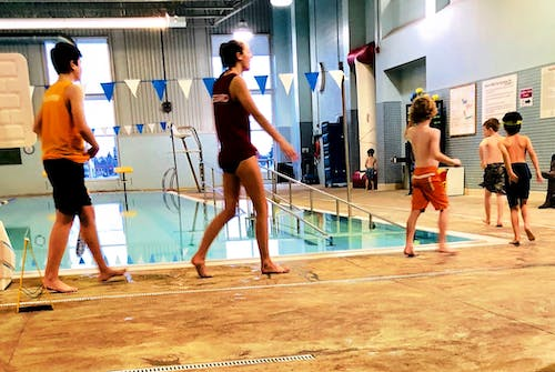 Gratis stockfoto met #zwimming #kids #youngadults #female #male #pool